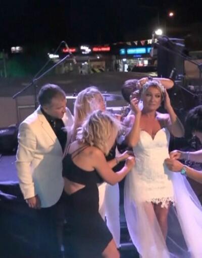 Önce konser verdi sonra gelinliğini giyip sahnede evlendi