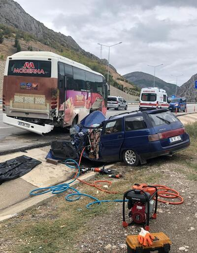 Amasya'da otomobil midibüse çarptı: 1 ölü, 1 yaralı