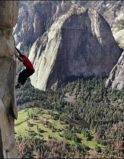 İp bile kullanmadan 914 metre tırmandı! Ölüme meydan okudu