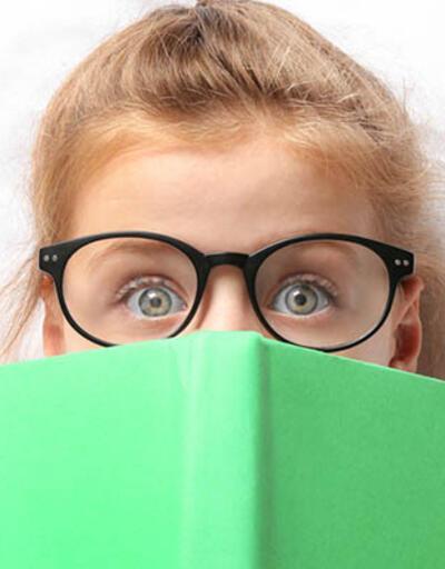 """""""Çocukların kitap fobisi ve baş ağrısı, 'astigmat' belirtisi olabilir"""""""