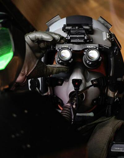 TSK uçuş hazırlığındaki jet pilotunun fotoğrafını paylaştı