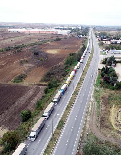 Kapıkule'de 13 kilometre TIR kuyruğu