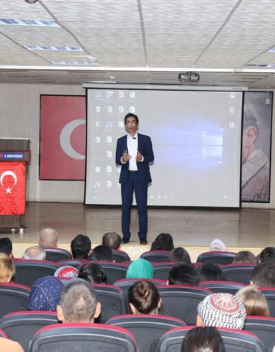 Çukurca'da 'internetin sosyal yaşamdaki önemi' konferansı