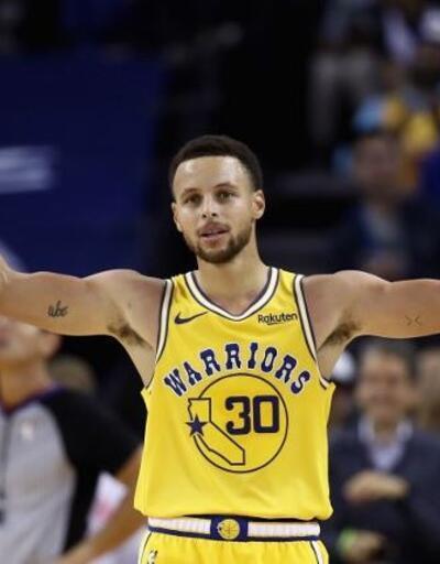 Curry'den üç çeyrekte 51 sayı