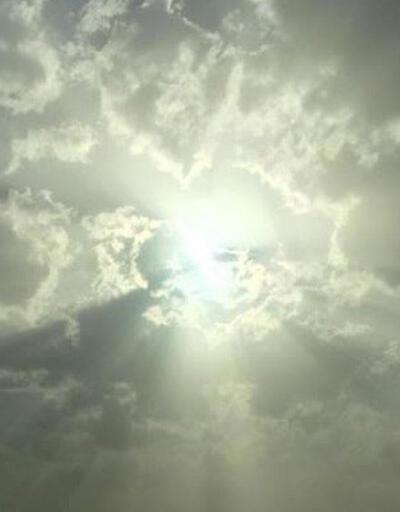 Gören gözlerine inanamadı: İnsan siluetli bulut