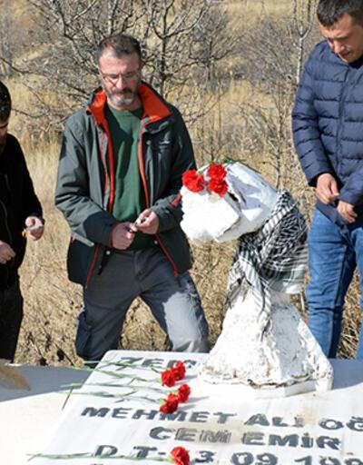 Gazeteci Cem Emir mezarı başında anıldı