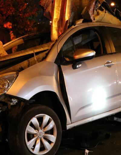 Ataşehir'de otomobil bariyere ok gibi saplandı!
