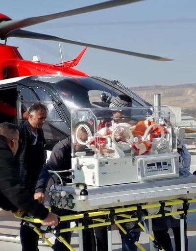 Solunum güçlüğü çeken bebeğe, ambulans helikopterle sevk