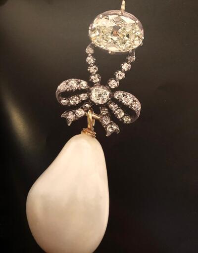 Marie Antoinette'in kolyesi rekor fiyata el değiştirdi