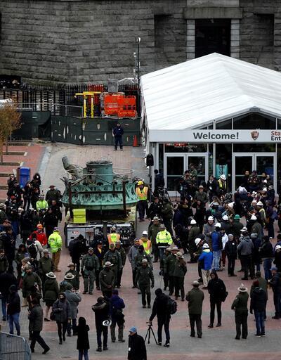 New York Özgürlük Heykeli meşalesi böyle taşındı