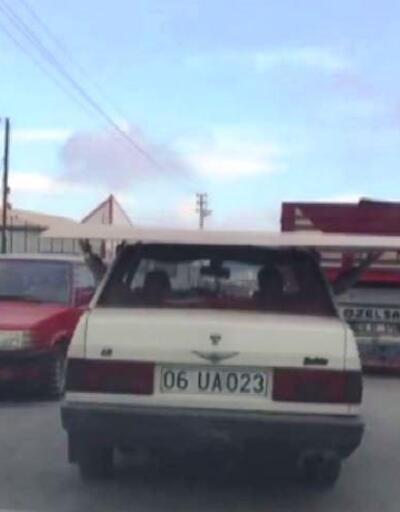 Ankara'da elbirliği ile araç üzerinde taşınan sunta olası kazaya davetiye çıkardı
