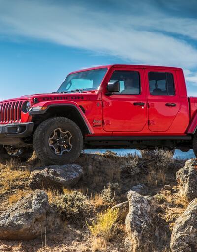 Jeep'ten model bombardımanı