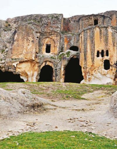 Tarihi kilisenin duvarlarını dinamitle patlattılar