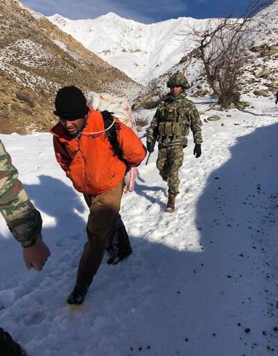 Şemdinli'de 8 kaçakçı yakalandı