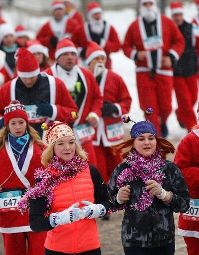 Binlerce Noel Baba yardım kuruluşu için koştu