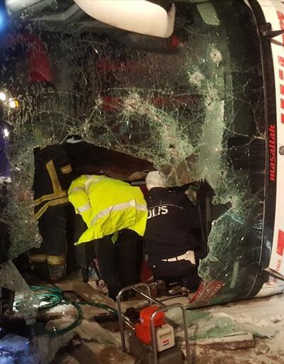 Otobüs devrildi 3 ölü 35 yaralı
