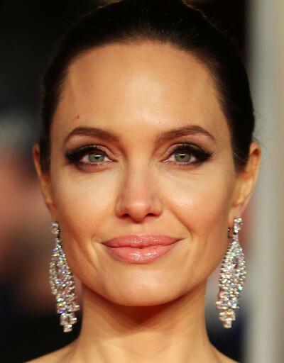 Angelina Jolie'den siyasete atılma sinyali