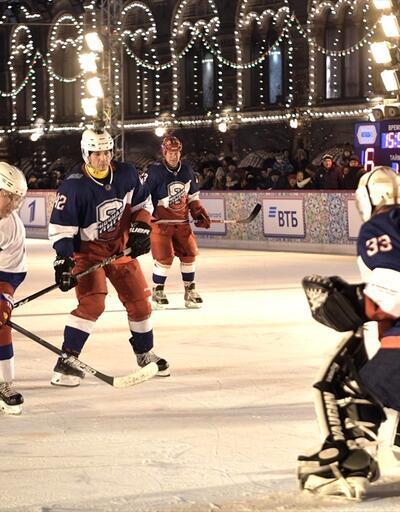 Putin buz hokeyi maçında sahaya çıktı
