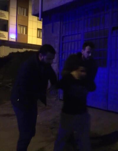 Ellerinde sopalarla sokağa çıktılar