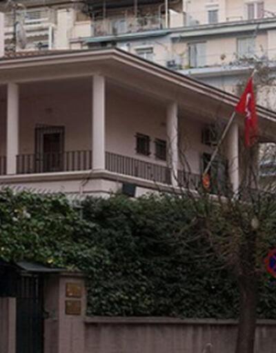 Selanik'te Türk Konsolosluğu yakınlarındaki polislere molotoflu saldırı