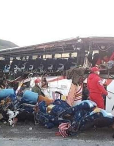 Bolivya'da korkunç kaza... Otobüs ve kamyon çarpıştı, 24 ölü