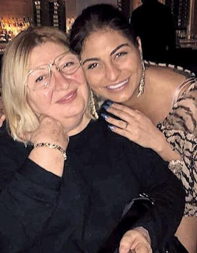 Süreyya Yalçın annesini mutluluktan ağlattı