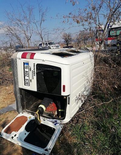 Hafif ticari araç tarlaya devrildi: 2'si çocuk, 4 yaralı