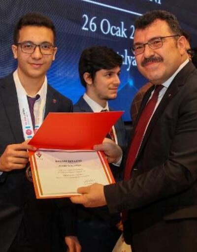 Uğur Okulları öğrencisi Türkiye birincisi oldu