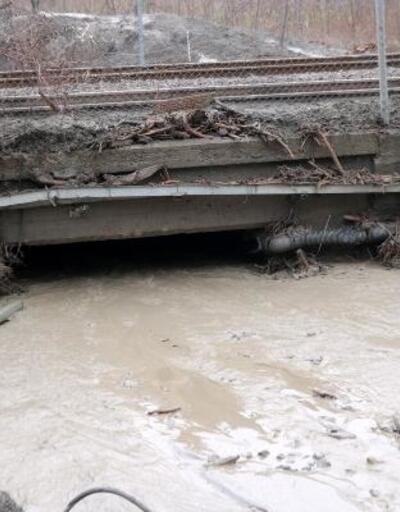 Geyve'de heyelan; ev ve hızlı tren yolu çamurla kaplandı