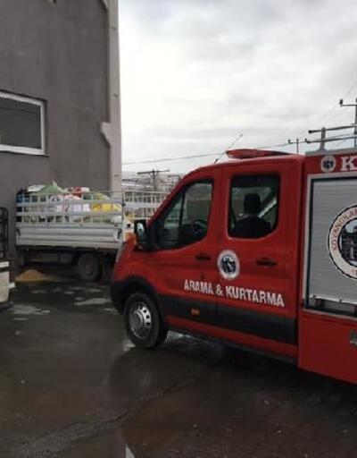 Elazığ'da kamyonet, iş yerinin duvarına çarpıp içeri girdi: 2 yaralı