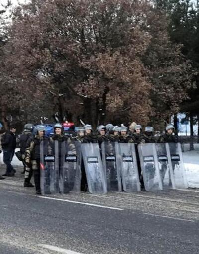 Çin'i protesto için İstanbul'dan Ankara'ya yürüyen gruba jandarma engeli