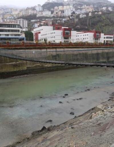 Asma köprüden Çoruh Nehri'ne düşen üniversiteli 2 genç yaralandı