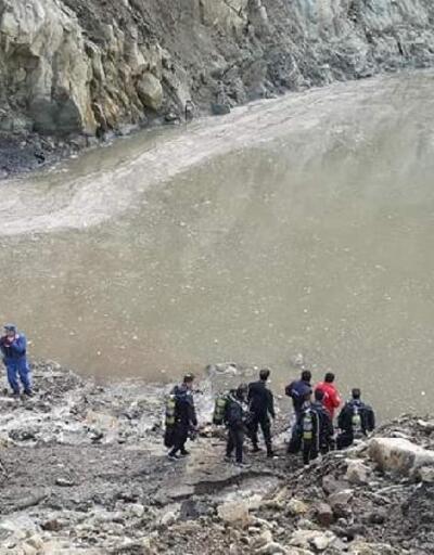 Balıkesir'de suya gömülen kepçe operatörü aranıyor