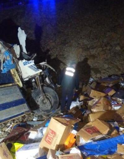 Kamyonlar çarpıştı 2 sürücü ağır yaralandı
