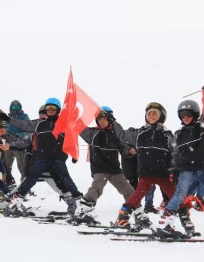 Çaldıran'da kayak festivalinde renkli görüntüler