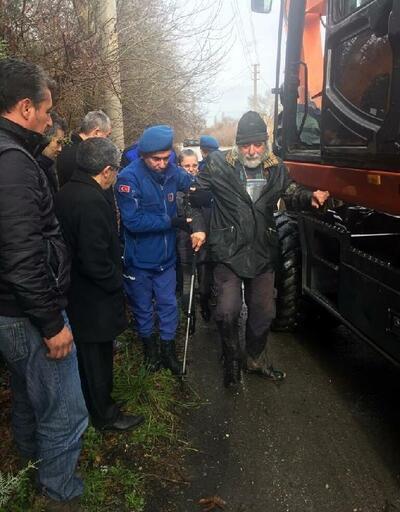 İzmir'de şiddetli yağmur; yaşlı adamı jandarma kurtardı