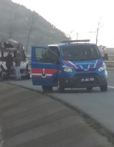 Karadeniz Sahil Yolu'nda minibüs alev alev yandı