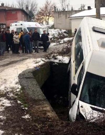 Engelli öğrencileri taşıyan minibüs kanala düştü: 5 yaralı