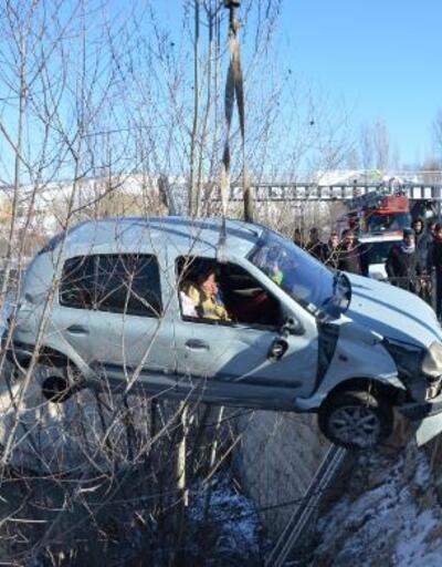 Şarampole düşen otomobil, ağaca çarptı: 3 yaralı