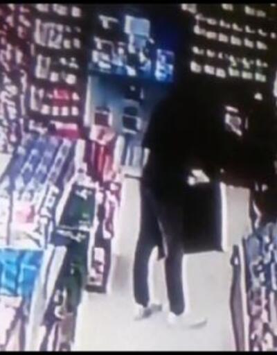 Oyun CD'lerini çalarken güvenlik kamerasına yakalandı