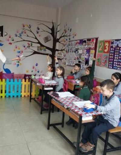 Bu okulda anneler 'öğretmen' olarak derslere giriyor