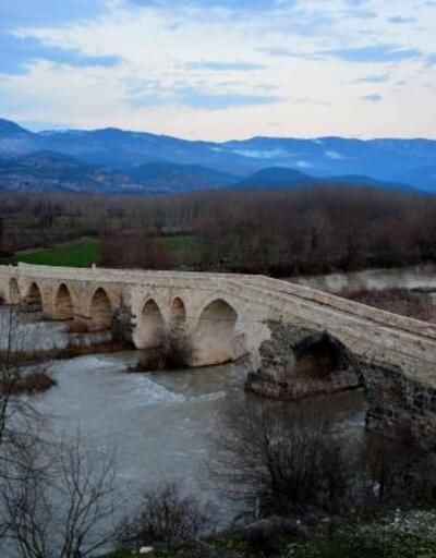 Selçuklu eseri Talazan Köprüsü, zamana meydan okuyor