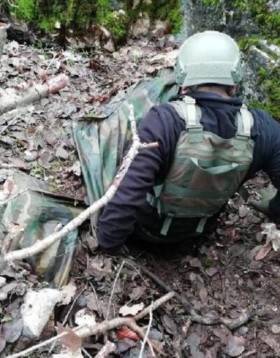 Eruh'ta PKK'lıların kullandığı 5 barınak ve sığınak imha edildi