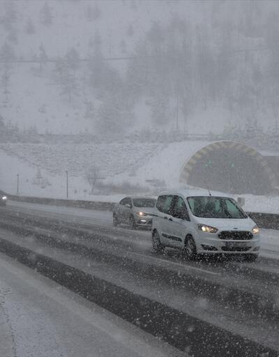 Bolu Dağı'nda kar yağışı etkisini arttırdı