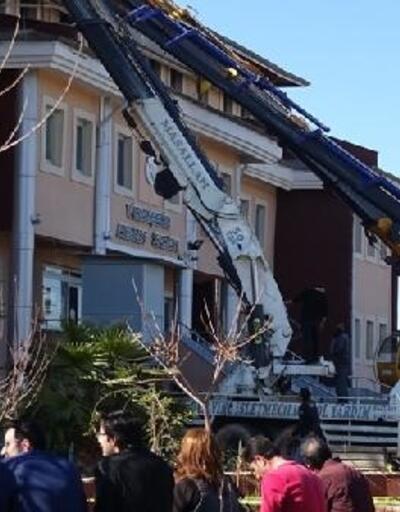 Şanlıurfa'da ilçe adliye binasının çatısı çöktü