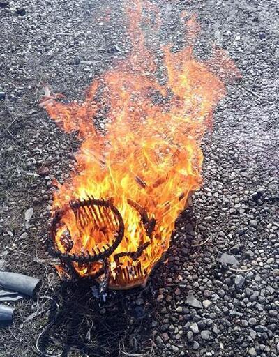 Kaçak keklik avcısının kafesleri yakıldı