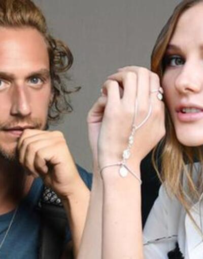 Alina Boz'un parmağındaki yüzük dikkat çekti!