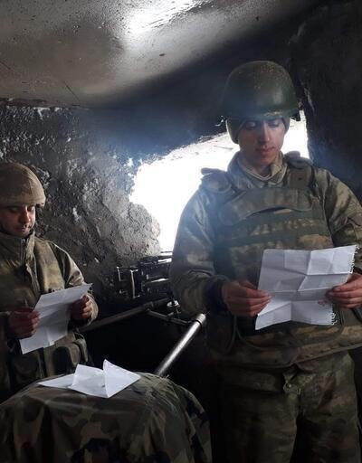 Mehmetçik, öğrencilerin mektubuna görüntülü cevap verdi