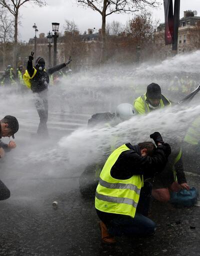 İçişleri Bakanı açıkladı: Sarı yeleklilere Paris'te gösteri yasağı