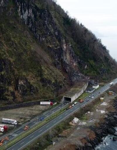 Hopa'da tüneldeki göçük için özel dağcılar bekleniyor
